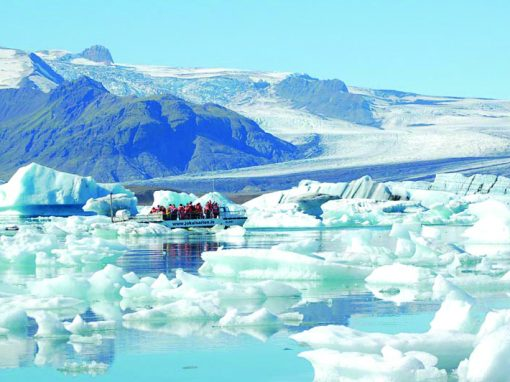 Glacier Lagoon with boat tour via Bus Travel